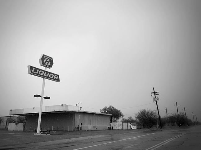 Dead liquor store Ruthrauff. - BRIAN SMITH