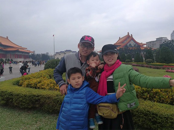 Mei Hu and her family in China.